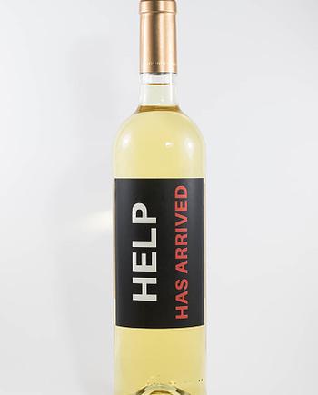 Garrafa de vinho branco com rótulo para festas - Help has arrived