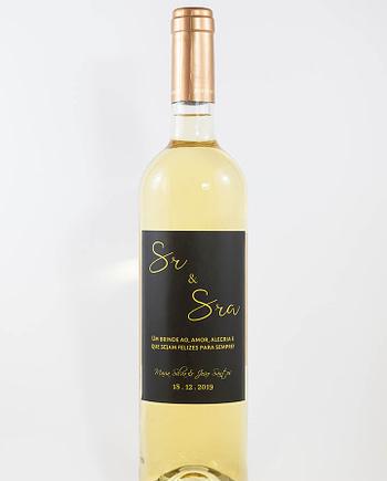 Garrafa de vinho branco com rótulo personalizado - Casamento - Sr e Sra em preto e dourado com nome dos noivos e data da cerimónia