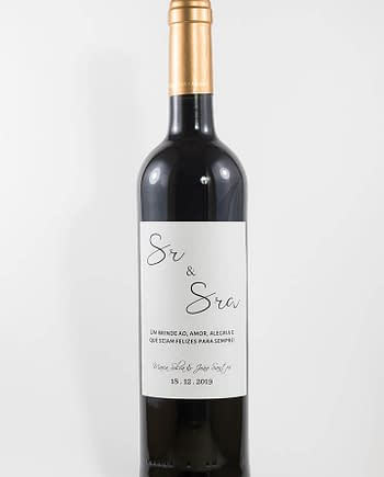 Garrafa de vinho tinto com rótulo personalizado - Casamento - Sr e sra, com nome dos noivos e data da cerimónia
