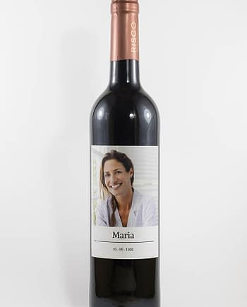 Vinho tinto com rótulo personalizado - Com fotografia - Com fotografia, nome e data personalizável e fundo branco