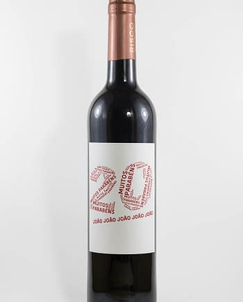 Garrafa de vnho tinto com rótulo personalizável - Aniversário - com idade desenhada com muitos parabéns e nome em vermelho