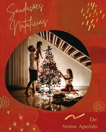 Rótulo natalício com fundo de padrão vermlho com fotografia e nome personalizáveis.
