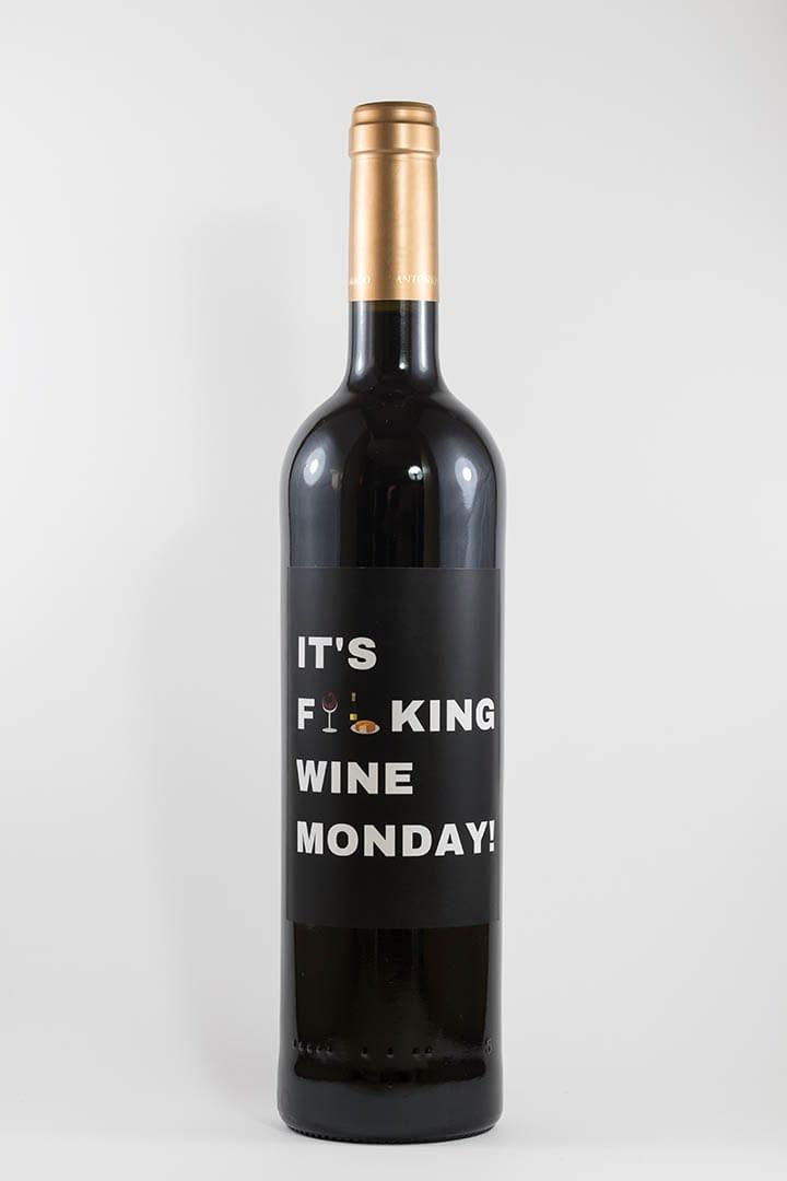 Garrafa de vinho tinto com rótulo para festas - It's fucking wine monday