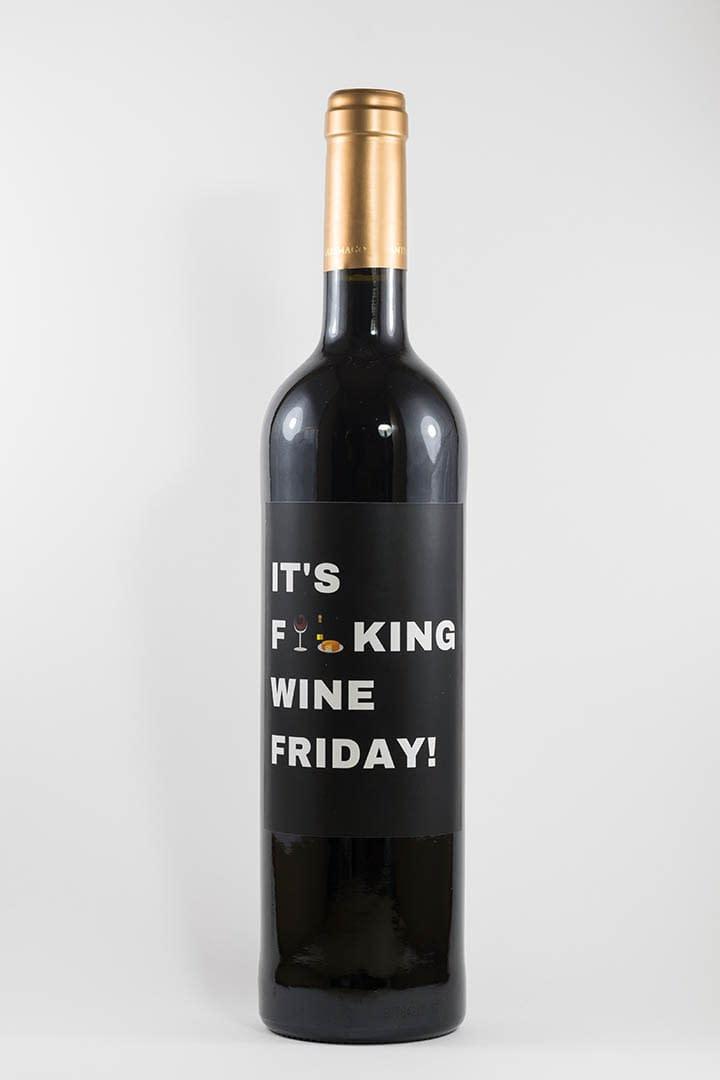 Garrafa de vinho tinto com rótulo para festas - It's fucking wine friday