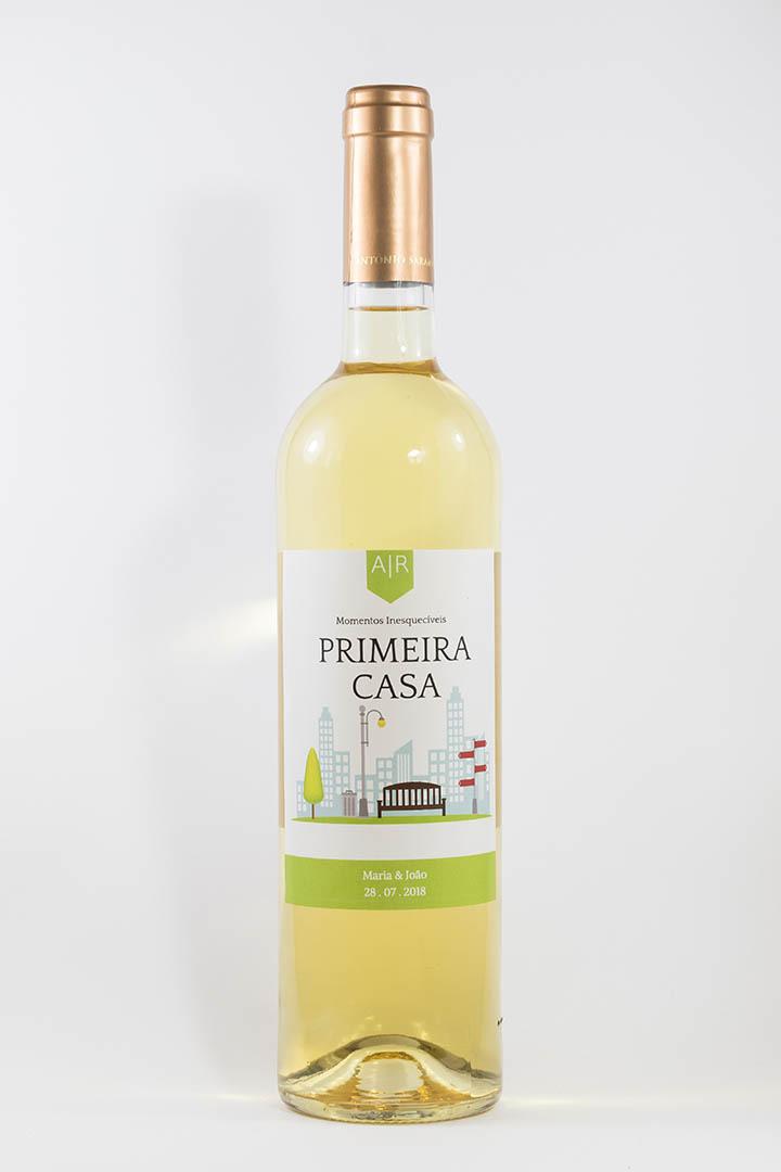 Garrafa de vinho branco com rótulo personalizado - Casamento - Primeira Casa