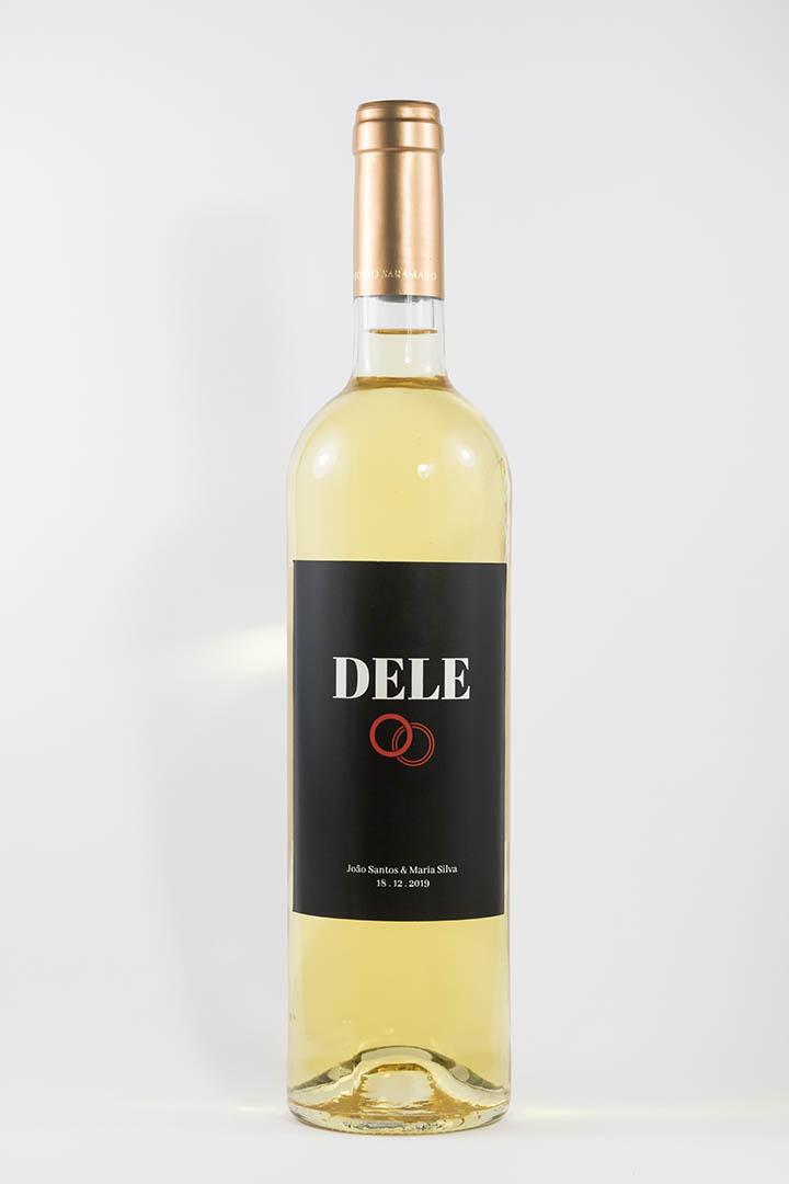 Garrafa de vinho branco com rótulo personalizado - Casamento - Dele com anéis, o nome dos noivos e a data da cerimónia