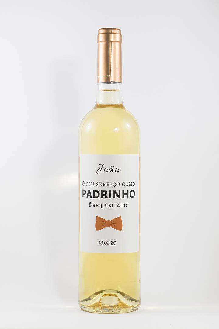 Garrafa de vinho branco com rótulo personalizado - Casamento - O teu serviço como padrinho é requisitado, laço cor de laranja