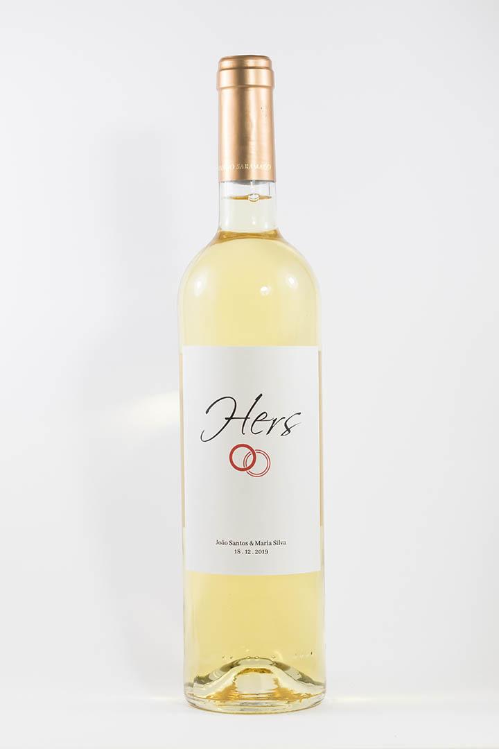 Garrafa de vinho branco com rótulo personalizado - Casamento - Hers com anéis, nome e data