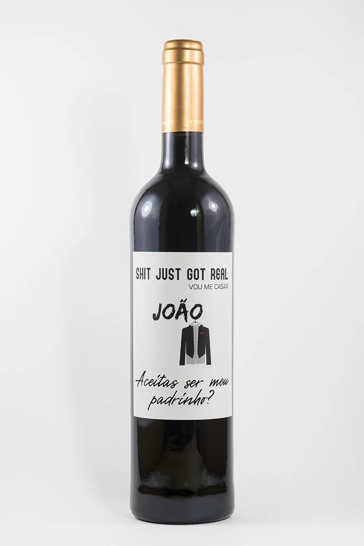 Garrafa de vinho tinto com rótulo personalizado - Casamento - Padrinho, shit just got real, vou-me casar!