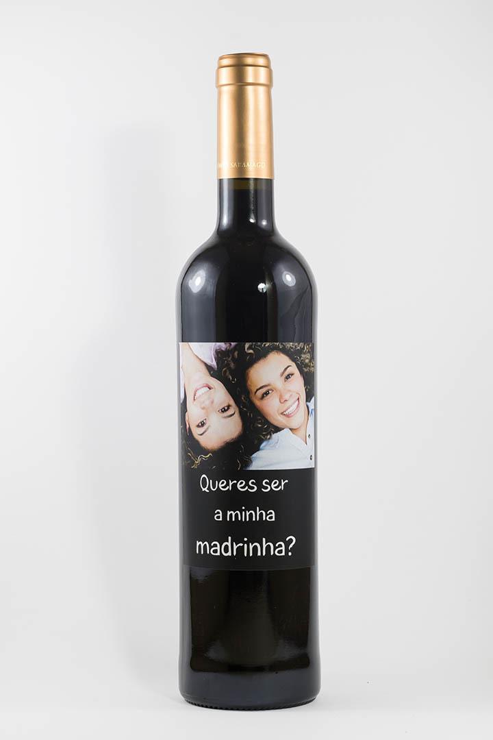 Garrafa de vinho tinto com rótulo personalizado - Casamento - Queres ser a minha madrinha?
