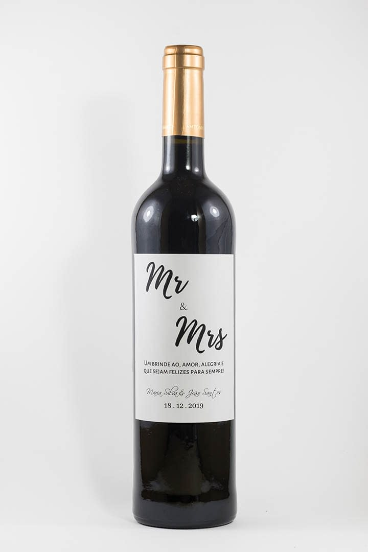 Garrafa de vinho tinto com rótulo personalizado - Casamento - Mr & Mrs, com nome dos noivos e data da cerimónia