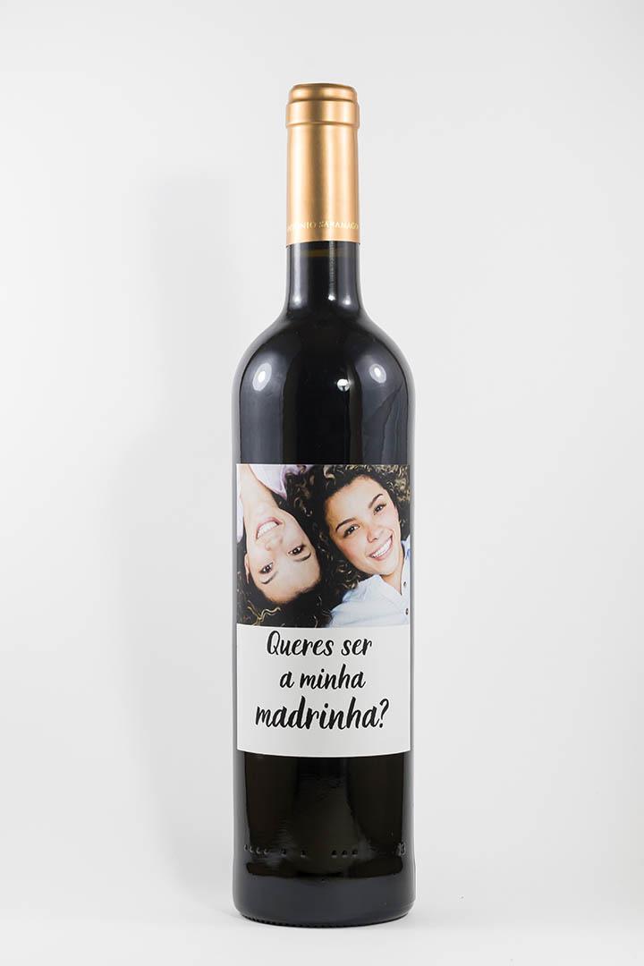 Garrafa de vinho tinto com rótulo personalizado - Casamento - Queres ser a minha madrinha? - com fotografia