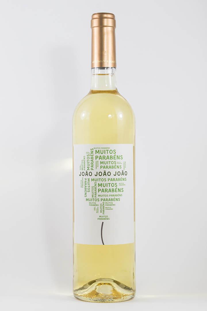 Garrafa de vinho branco com rótulo pesonalizável - Aniversário - Balão com muitos parabéns e nome personalizável em verde